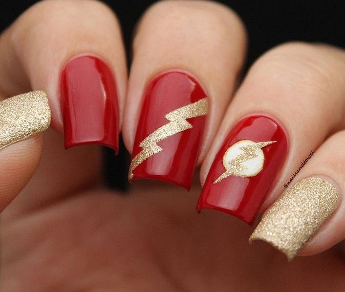 ❤️⚡️Unbelievably gorgeous mani by @nailsandtowel using our Lightning Nail Vinyls found at snailvinyls.com