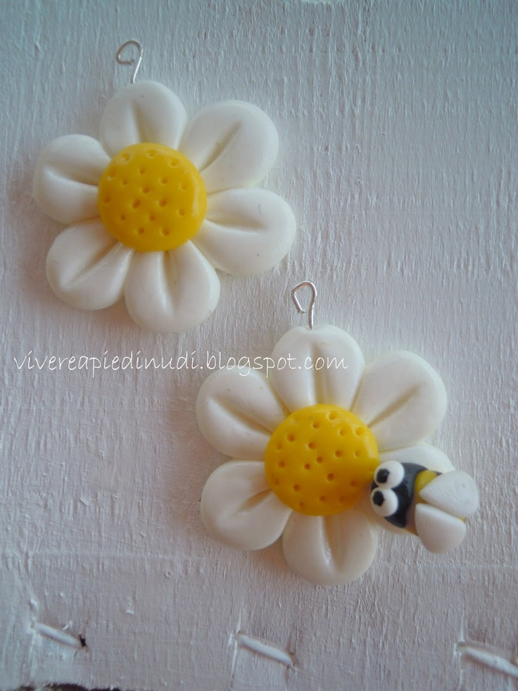 Cold porcelain earrings - flowers and bees by Vivere a piedi nudi living…