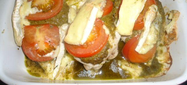 Kip Filet Met Pesto, Tomaten En Brie Uit Oven recept | Smulweb.nl
