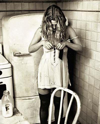 Does anybody remember this photo shoot of Drew Barrymore? It was in Rolling Stone about 10 or 15 years ago. I love it, and still have the magazine somewhere...