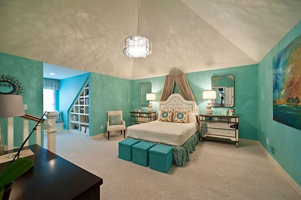 ️Pinterest: Kaylaparker27 :) 20 Bedroom Paint Ideas For Teenage Girls | Turquoise And White -- Turquoise walls enliven this room and when paired with pure white it creates a well-balanced, yet fun space for your teen.
