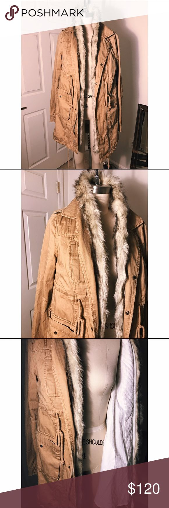 Free people khaki parka Free people khaki parka. Not completely lined with fur, only the neckline. Detachable fur collar. Good for winter to spring transition! Perfect condition. No signs of wear. Accepting offers, no trades. Free People Jackets & Coats