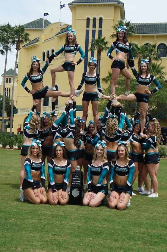 #stunts #cheerleading #flyer our stunt group should try this!