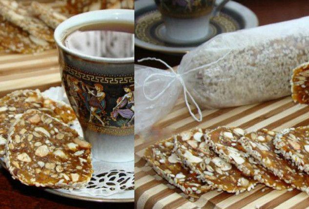 Если выизтех, кто непредставляет кофе-брейк или чаепитие без чего-нибудь сладенького, нопечется освоей фигуре, скорее записывайте этот рецепт! Финиковая сладкая колбаска— это замечательный постный десерт, который нетолько подарит наслаждение...