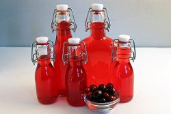 Homemade cranberry liqueur - great gift for the person who has everything! #copycat