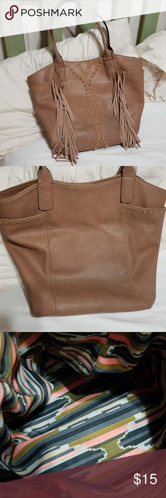 Big Buddha bag It is a tan and gold bag with fringe and gold studs down the front...there are some dark spots on the outside of the bag and the price reflects this...very clean on the inside...I used it alot...awesome bag...big enough to carry anything! Big Buddha Bags Totes