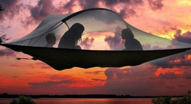 Este increíble invento funciona como carpa, hamaca y casa en el árbol al mismo tiempo