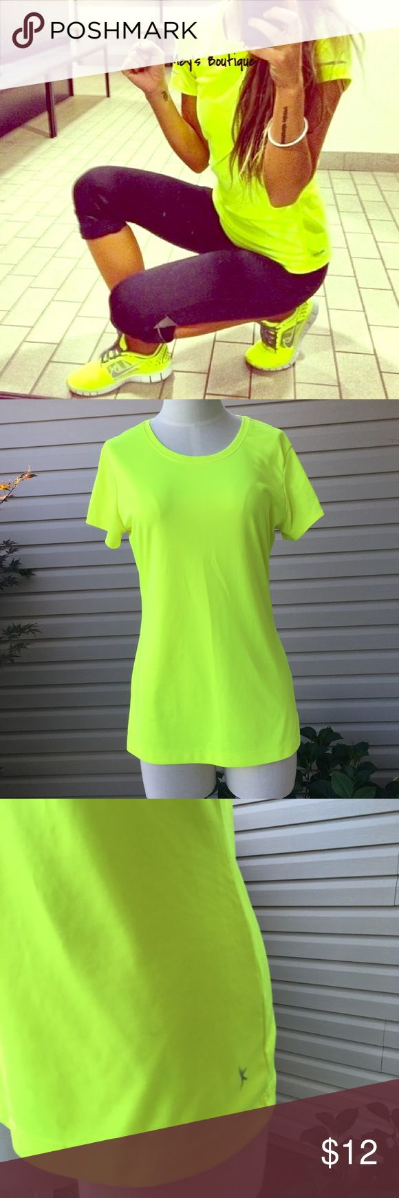 ⭐️Danskin Yellow Workout Women's Tee Size M⭐️ ⭐️Danskin Yellow Workout Women's Tee Size M⭐️ Danskin Brand. Excellent Condition! Very sleek. Perfect for workouts-water resistant. Next day shipping. All sales are final. Danskin Tops Tees - Short Sleeve