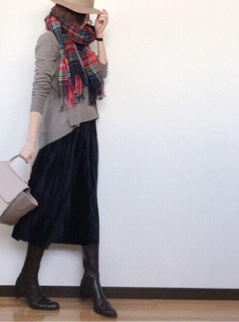 ニット 黒スカート タータンチェック ブーツ 冬コーデ