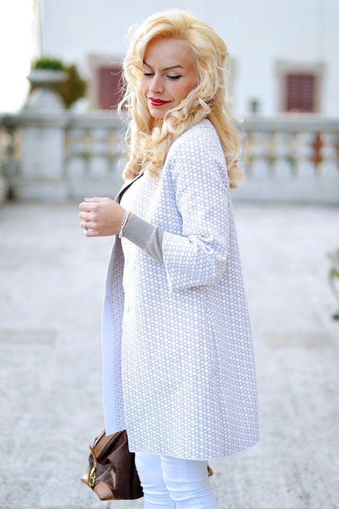 Fashion blogger Ele Petrella wearing Anneclaire coat
