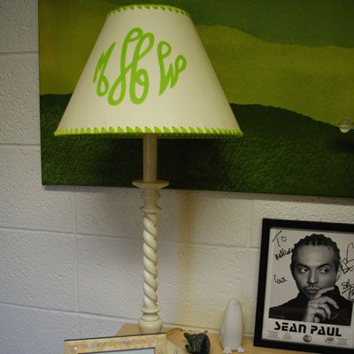 We love this monogrammed lamp! Get Preppy College Dorm Room Ideas like this on U… – D0RM
