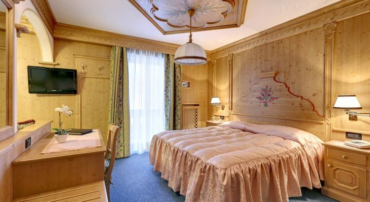 Hotel Columbia Cortina d'Ampezzo In Cortina D'Ampezzo ski resort, Hotel Columbia offers rooms with free Wi-Fi and a satellite TV with English, Italian, German and Russian channels. The terrace has panoramic views over the Dolomites.