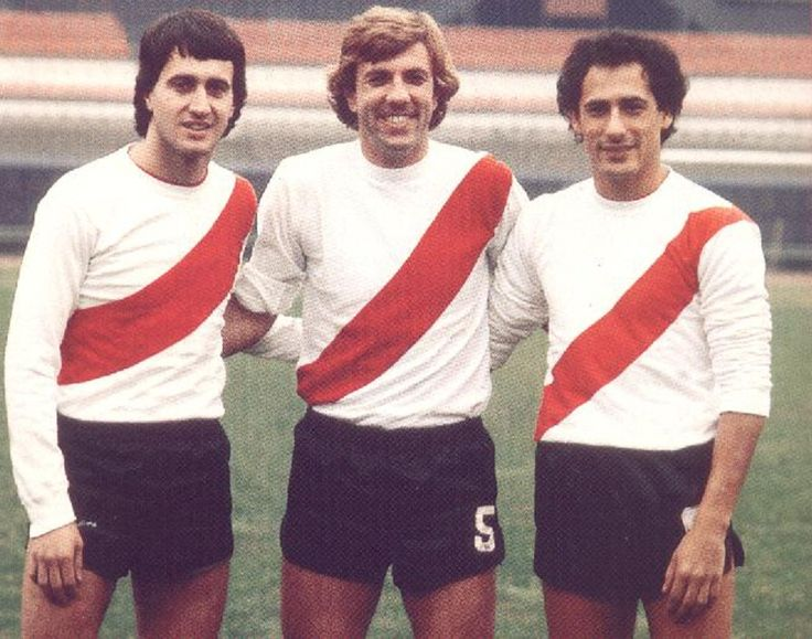 """Norberto """"El Beto"""" Alonso, Reinaldo Merlo y Juan José López, la línea centrocampista titular de River Plate en 1975."""