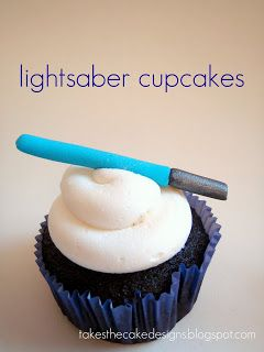Lightsaber cupcakes - easy star wars decoration