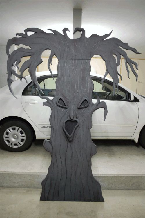 Spooky Tree prop or decoration | how to make a creepy tree or spooky Halloween tree