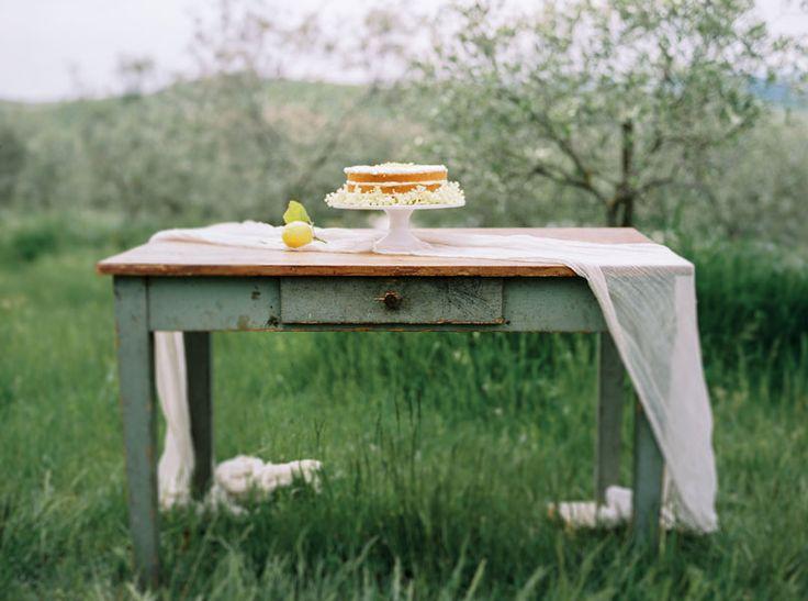 """eine Hochzeitstorte_z.B einen """"naked cake"""" von Silvia Fischer http://www.silviafischer.com/"""