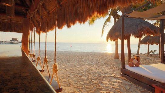 Tiki Bar at Villa Del Palmar, All Inclusive Cancun Honeymoon Packages