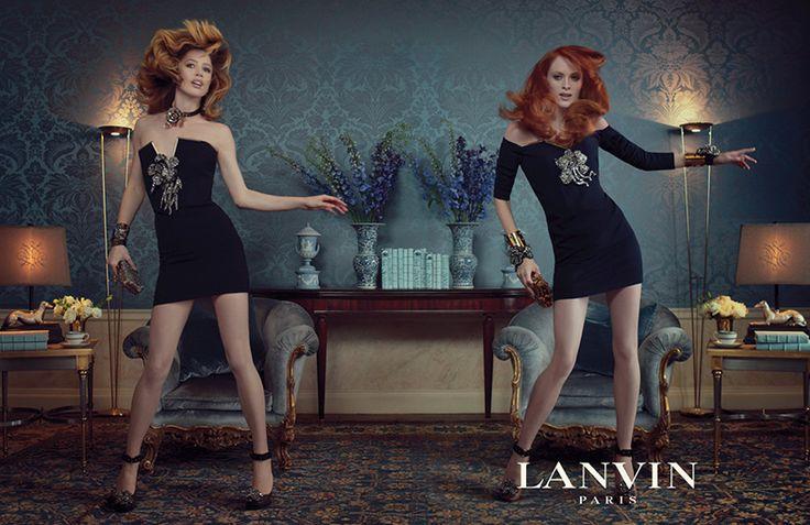 En el invierno de 2011/12, Elbaz revolucionó el mundo de la moda poniendo a bailar en su campaña a Karen Elson y Raquel Zimmermann a ritmo de Pitbull. I know you want me!
