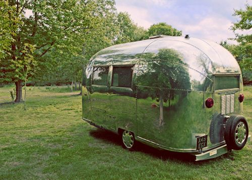 I want! http://www.designsponge.com/2011/08/airstream-trailers-on-vintage-seekers.html