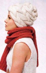 Белая шапка из кос