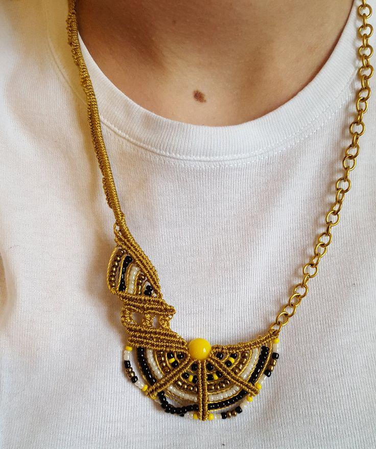 Collana oro giallo e nero CL05 di FilodiFili su Etsy