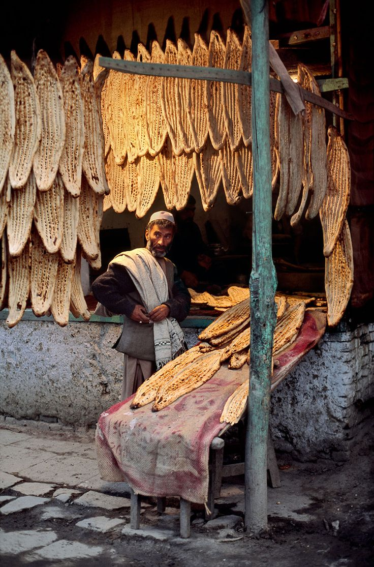 Bread for sale in Afghanistan | Steve McCurry