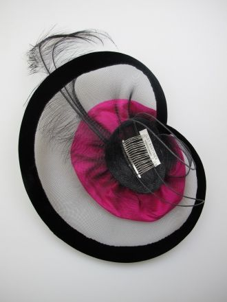 Judy Bentinck. Black/pink crin headpiece with silk flower and feathers. Summer wear. Free size.