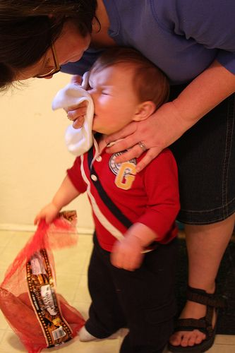 Tips for wiping baby's snotty nose with less fuss