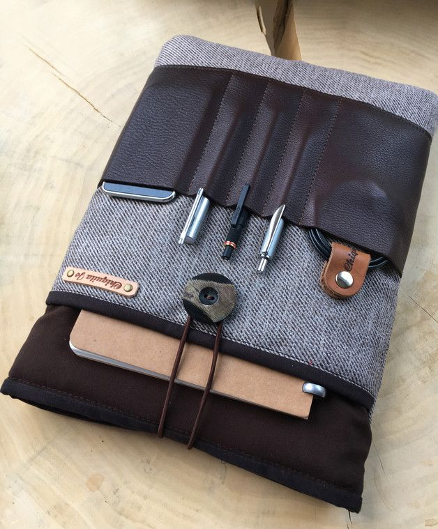 Tasche fürs Notebook mit viel Platz für Büroutensilien, Geschenkidee für Ihn / gift idea for him: notebook case made of leather made by Chiquita Jo via DaWanda.com