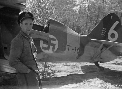 Captain P. E. Ahonius next to his plane (Polikarpov I-153?). The markings on the rudder stand for two aerial victories and four destroyed motor torpedo boats. Römpötti, Karelian Isthmus, 9 July 1942. SA-kuva 99813