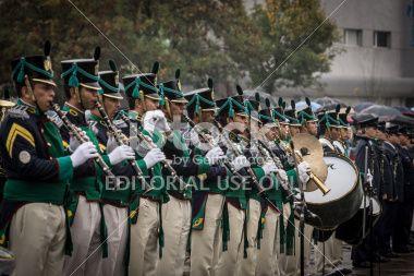 Córdoba, Argentina - 02 de abril 2014: La banda provincial Grupo en el acto, en la lluvia, en Córdoba homenaje a los Héroes de Malvinas.