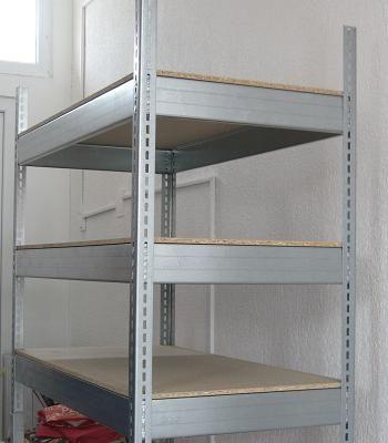 Rafturi metalice pentru camara