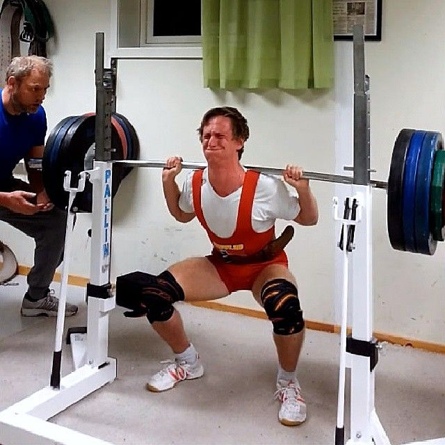 #squats #squat #styrkeløft #bergenstyrkeløfterklubb #Bergen #powerlifting #power #thataas #bestbodies #blinkskudd #røditryne #stevecook_32 #swoldiernation #stangabøyerseg by hofz93
