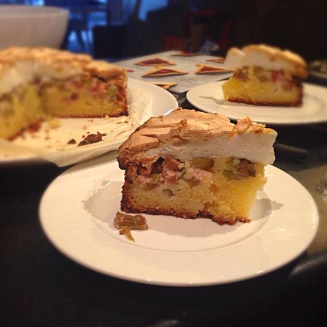 レシピとお料理がひらめくSnapDish - 1件のもぐもぐ - Rhubarb meringue cake by kipper's kitchen