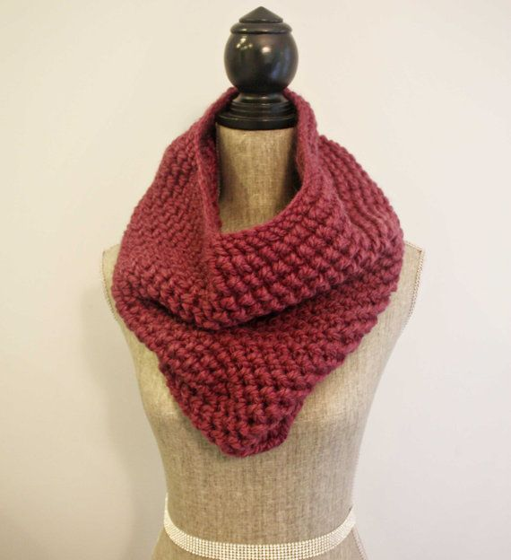 Warm up on these chilly October mornings and add a little colour to your wardrobe with a cozy cowl. >>the Joy cowl / fig by FreedomKnitsCo