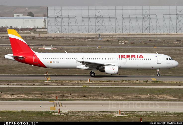 Airbus A321-213, Iberia, EC-JGS, cn 2472, 200 passengers, first flight 13.4.2005, Iberia delivered 13.5.2005. Active, for example 26.9.2016 flight Madrid - Dakar. Foto: Madrid, Spain, 21.2.2016.