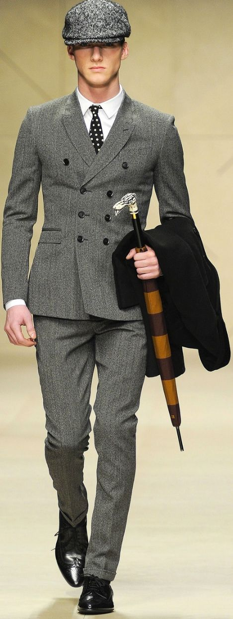 Just love it! Gray double breasted suit with white shirt and dots tie, very brittish, very classic! #details #menswear
