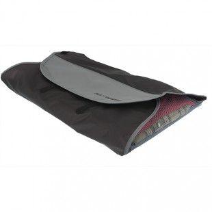 Klädvikare -Res skrynkelfritt med hjälp av skjortfodral med praktisk vikskiva Idealisk för skjortor,blusar och byxor på resan. www.webshop.resgladh.se
