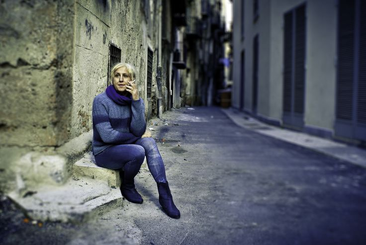 Massimo #Sicily #Palermo #street #StreetPhotography #smoking #contemplation #blond #blue
