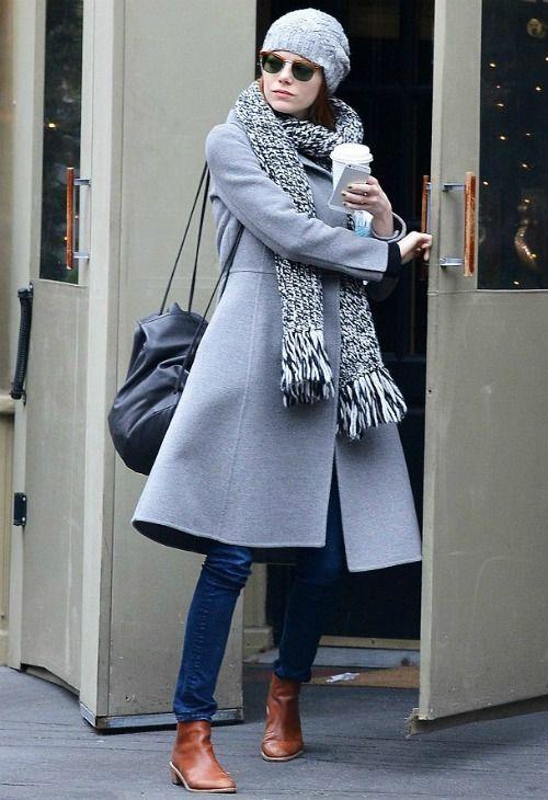 ~12/23 #エマ・ストーン #ニット帽 #タートルネックニット #フレアジーンズ  海外セレブ最新画像・私服ファッション・着用ブランドまとめてチェック DailyCelebrityDiary*