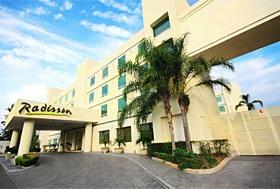 Hotel Radisson Poliforum Plaza, León, Guanajuato -  En la avenida principal, a un costado del Poliforum y de Centro Max.