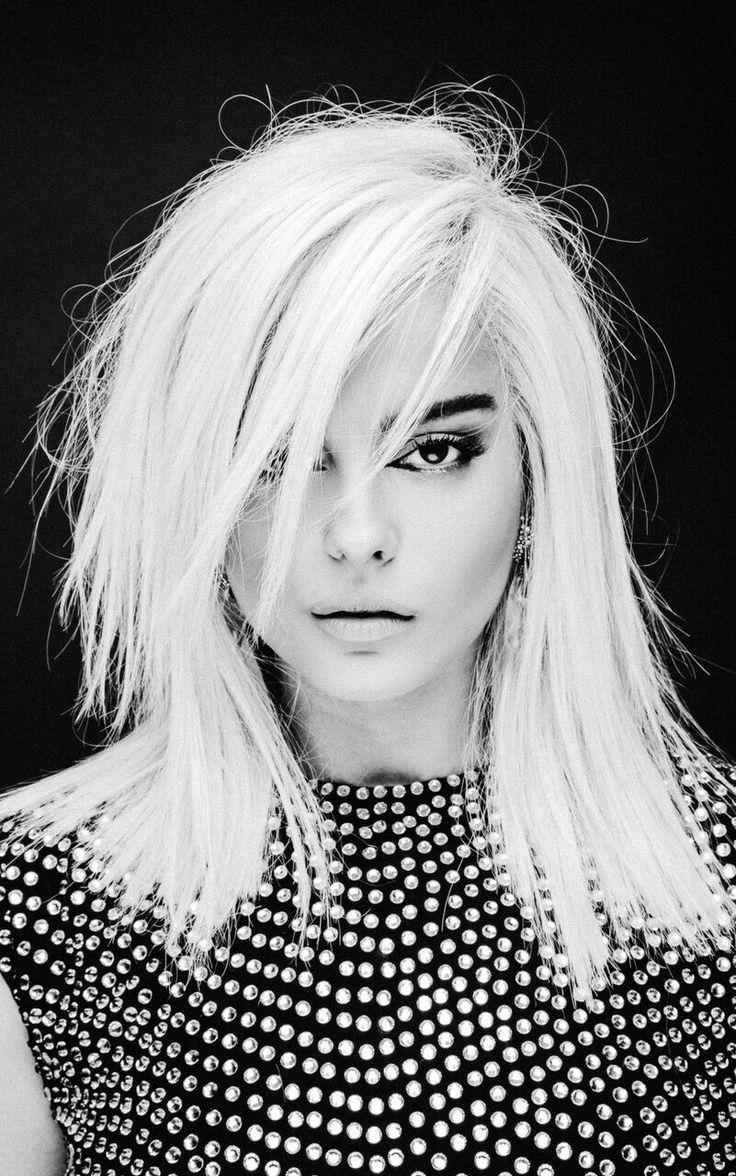 Bleta Rexha mer känd som Bebe Rexha född 30 augusti 1989 i Brooklyn USA är en amerikansk sångerska låtskrivare 1 och musikproducent av albanskt ursprung 2