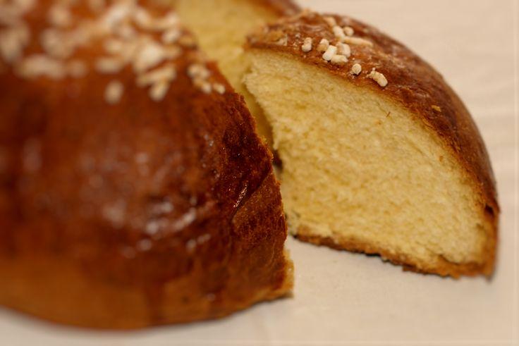 Fugassa. La fugassa (focaccia) è un dolce tipico della tradizione pasquale in Veneto. Si tratta di un pane dolce, arricchito, almeno in origine, con burro, uova e miele. Scopri tutte le altre bontà in vendita su: www.demarca.it