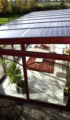 Véranda avec panneaux solaires ou photovoltaïques - Gamme Soleya - Société Concept Alu