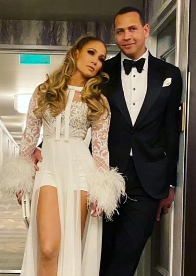 The Jennifer Lopez Look Book | Jennifer lopez, Ice dresses