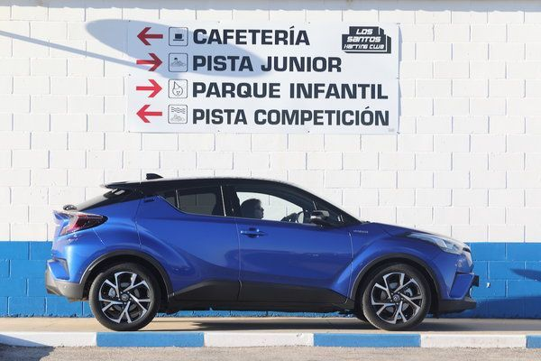 Awesome Toyota C-HR 2017: Toyota C-HR VVT-i Hybrid Graphic 2017 photo Laurent Sanson...