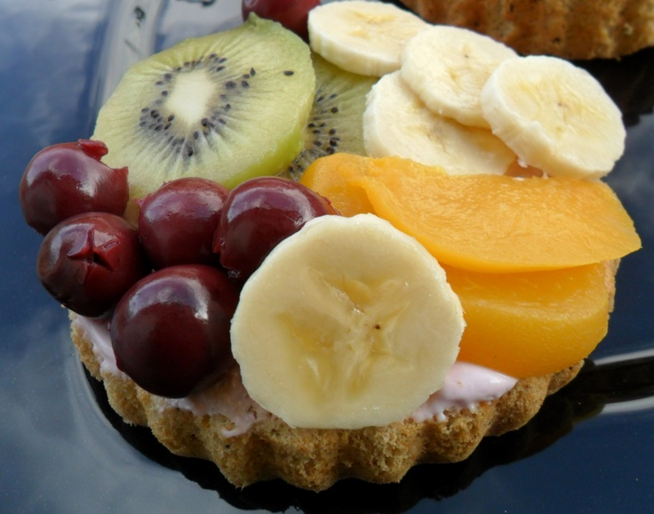 Small summer tart with fruits and cream | Fruchtiges Obsttörtchen