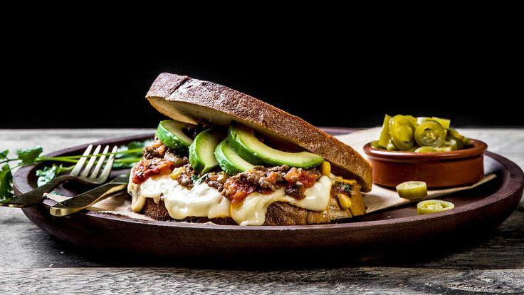 Et skikkelig digg smørbrød med tacokjøtt, tomatsalsa, avokado og Ridder-ost. Perfekt bruk av gårsdagens tacorester!