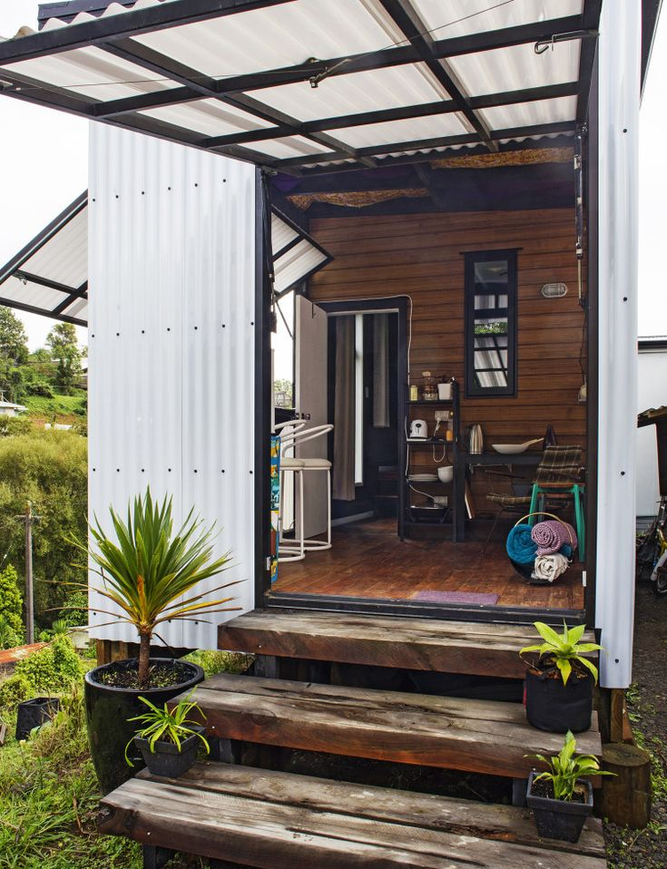 Put off by the damp, cold houses they could afford, a New Plymouth duo decided to put their money into a very small, very special new-build Natalie Kennaugh and Zara Losch had been living in the United Kingdom, but in 2013 decided to head to New Zealand (a homecoming for Kiwi Natalie) and make their …