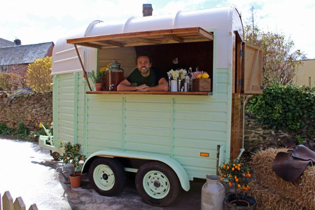 The HorseBox Bar adds vintage style to any event, available to hire NOW!